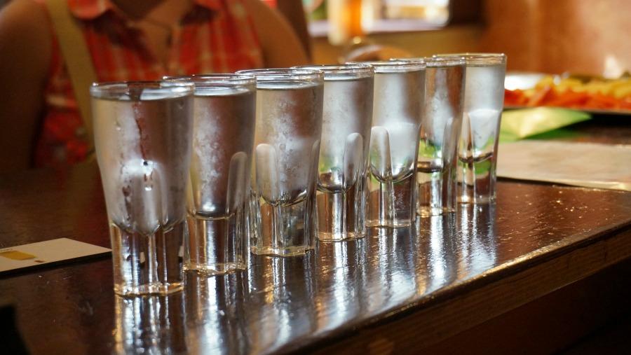 Конкурс с рюмкой водки